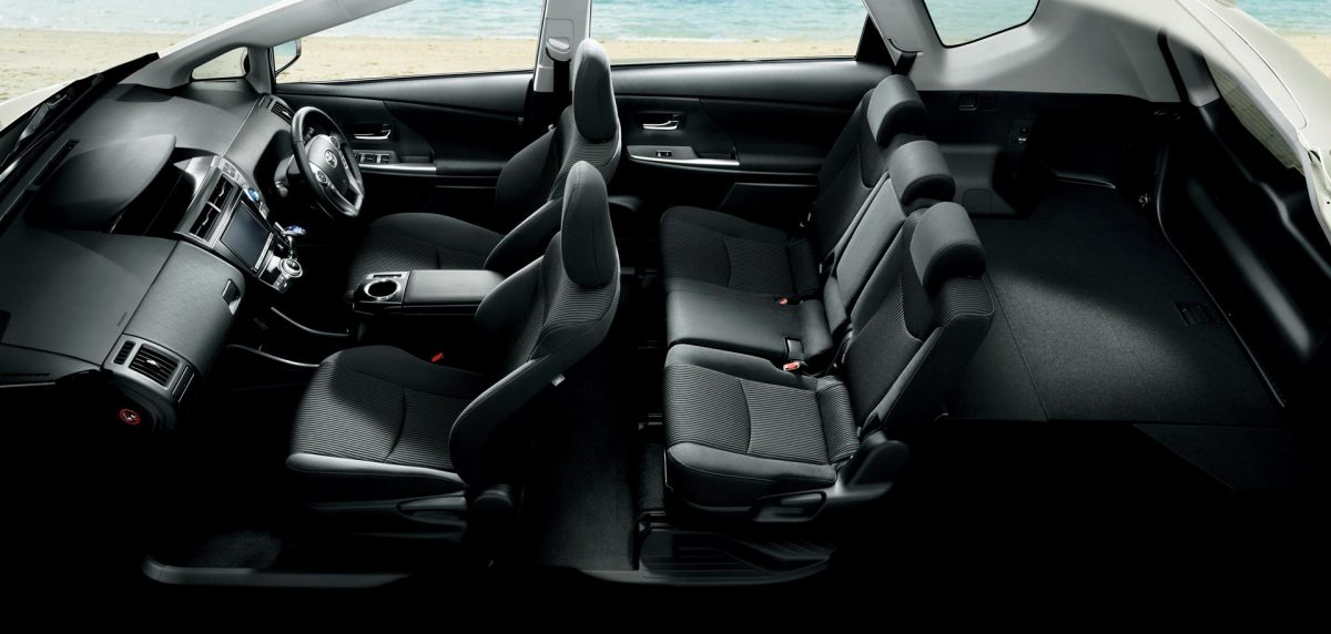 Салон Toyota Prius Alpha 5 мест
