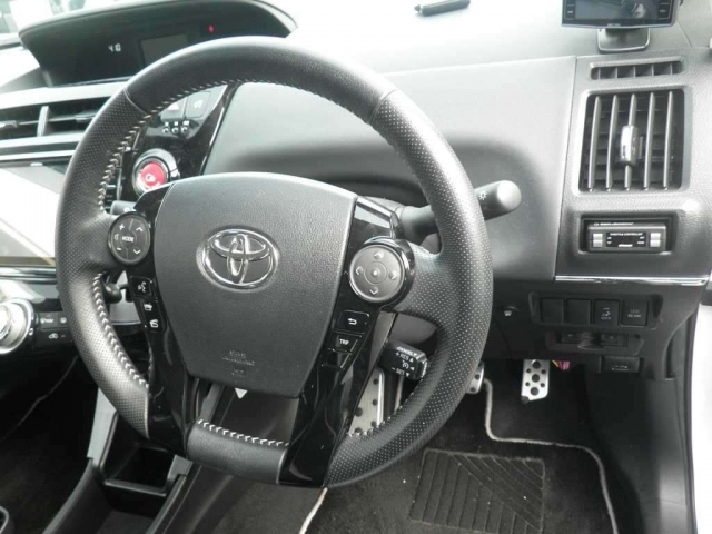 Toyota Prius Alpha GS