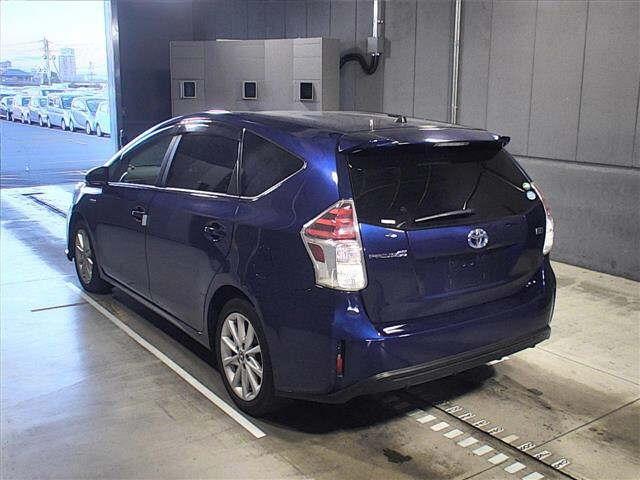 Toyota Prius Alpha G Touring