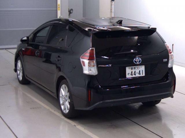 Toyota Prius Alpha S Touring