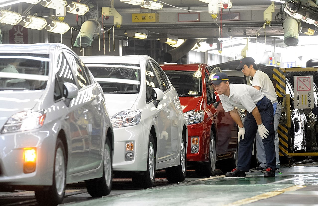 japan and automobile industry essay Automobile industry is a highly specialized, technical, sophisticated and expensive industry since the sizes, models and purposes of automobiles keep on changing with time and purchasing power, so does the industry.