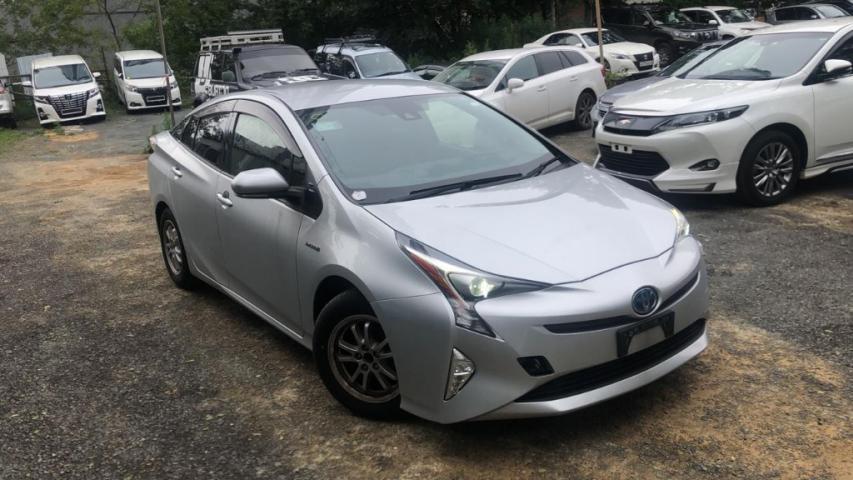 Купленный Toyota Prius ZVW50 2017 S